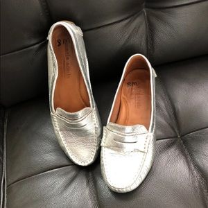 Gentle Souls silver driving loafer 🌿
